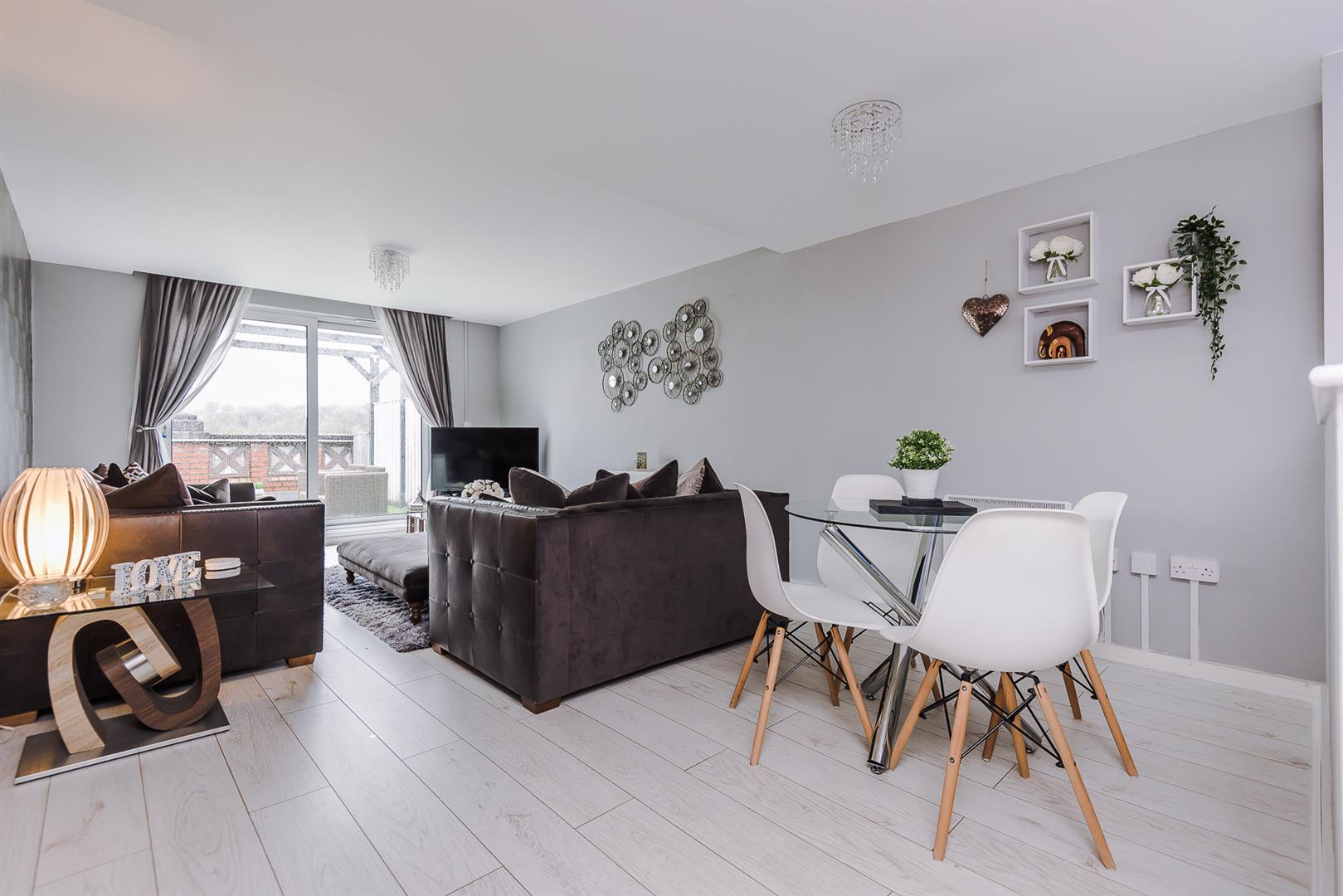 2 Bedroom Apartment For Sale Image 4